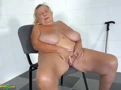 fat granny masturbates im bathroom