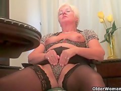 woman mature masturbation
