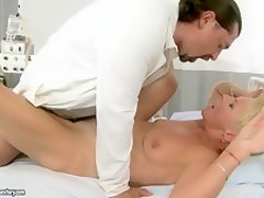 mature blonde mom porn